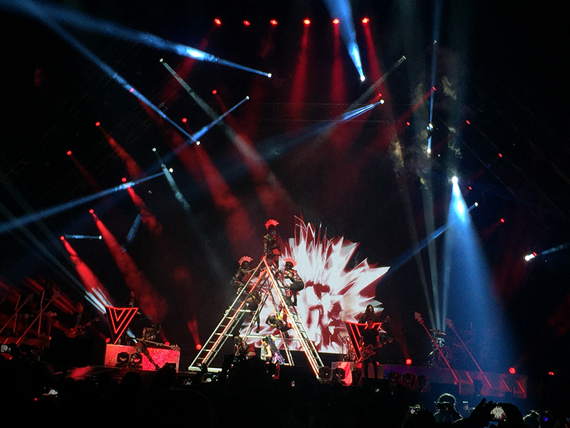 katy-perry-prismatic-world-tour-spinnr8