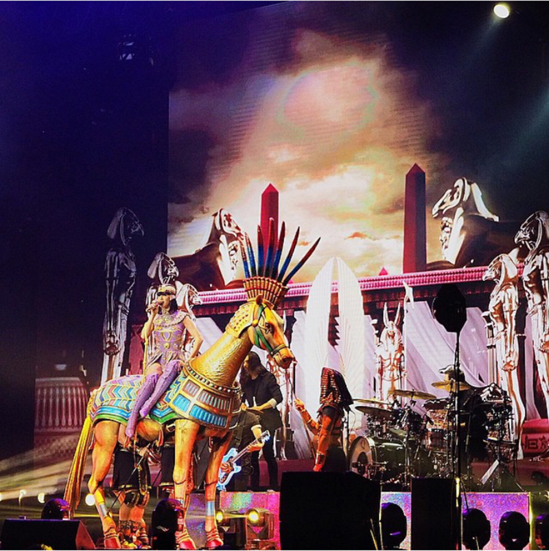 katy-perry-prismatic-world-tour-spinnr9